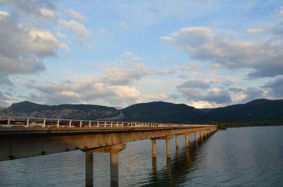 Λίμνη Πολυφύτου - Κοζάνη. Η παλιά γέφυρα