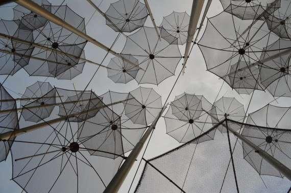 Θεσσαλονίκη- νέα παραλία - ομπρέλλες