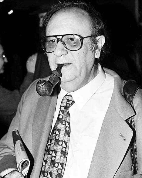 Ο Βασίλης Ραφαηλίδης ήταν δημοσιογράφος, συγγραφέας και κριτικός κινηματογράφου. Γεννήθηκε την Πρωτοχρονιά του 1934 στα Σέρβια του νομού Κοζάνης και πέθανε στις 8 Σεπτεμβρίου 2000 στην Αθήνα