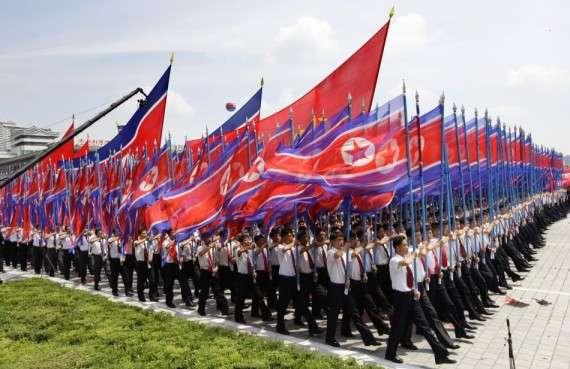 Παρέλαση με σημαίες στην επέτειο 60 χρόνων της κατάπαυσης πυρός του Πολέμου της Κορέας