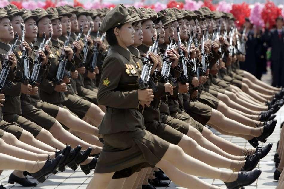 Παρέλαση γυναικών στην επέτειο 60 χρόνων από την κατάπαυση πυρός του Πολέμου της Κορέας
