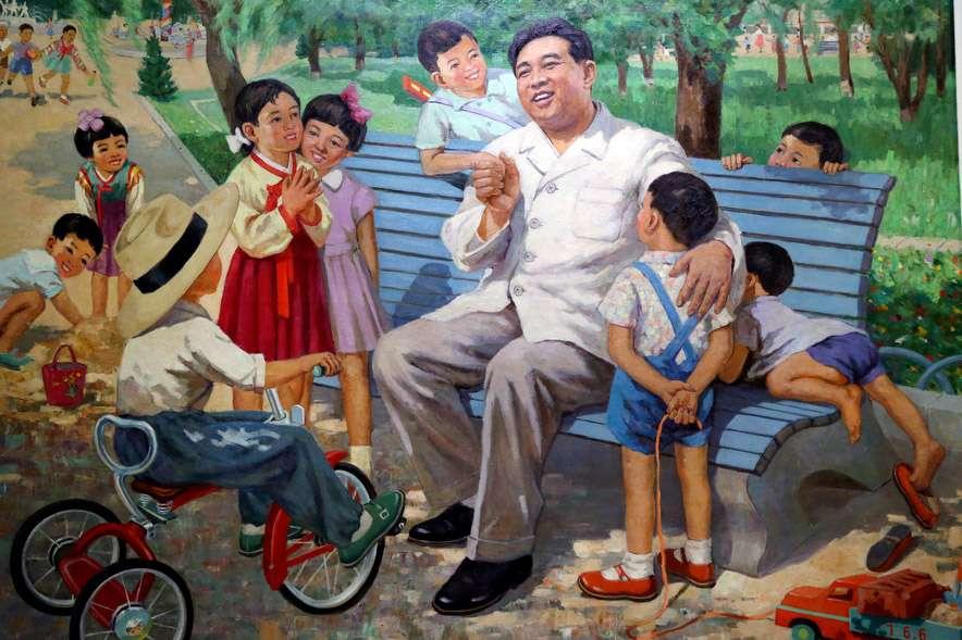 Η παρουσία του ηγέτη χαροποιεί τα παιδιά