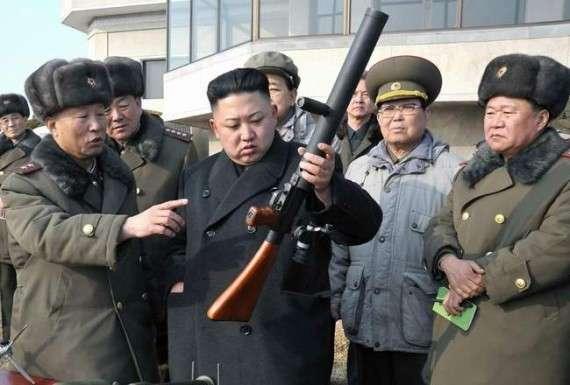 Ο Κιμ Γιονγκ Ουν σε μια από τις επιθεωρήσεις του