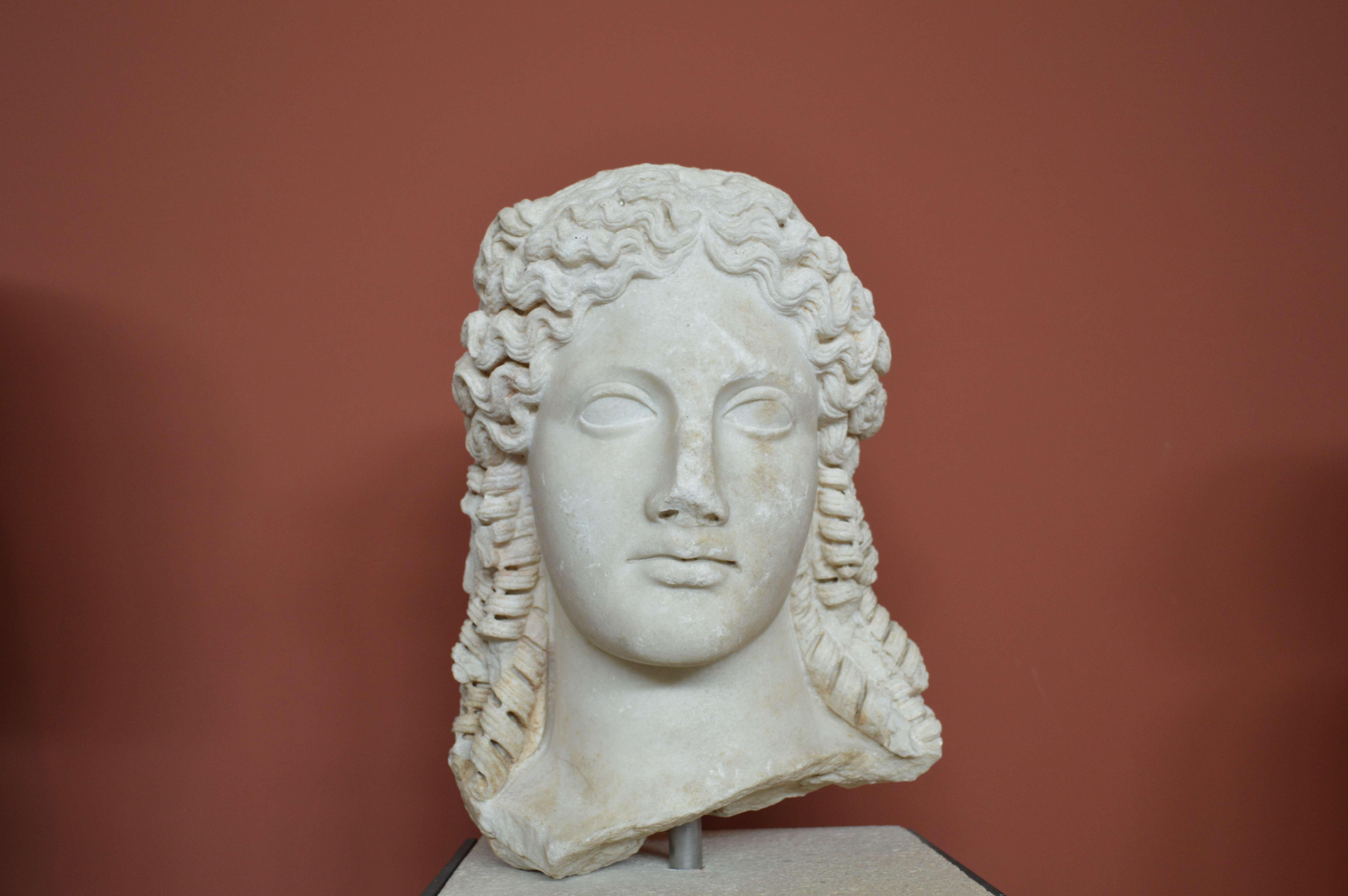 Κεφάλι από λατρευτικό άγαλμα της Ίσιδας. Αρχαιολογικό Μουσείο Θεσσαλονίκης
