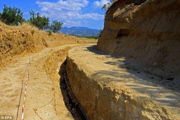 Ο τεράστιος τάφος που ανακαλύφθηκε στην Αμφίπολη και υποθέτουν ότι μπορεί να είναι της Ρωξάννης