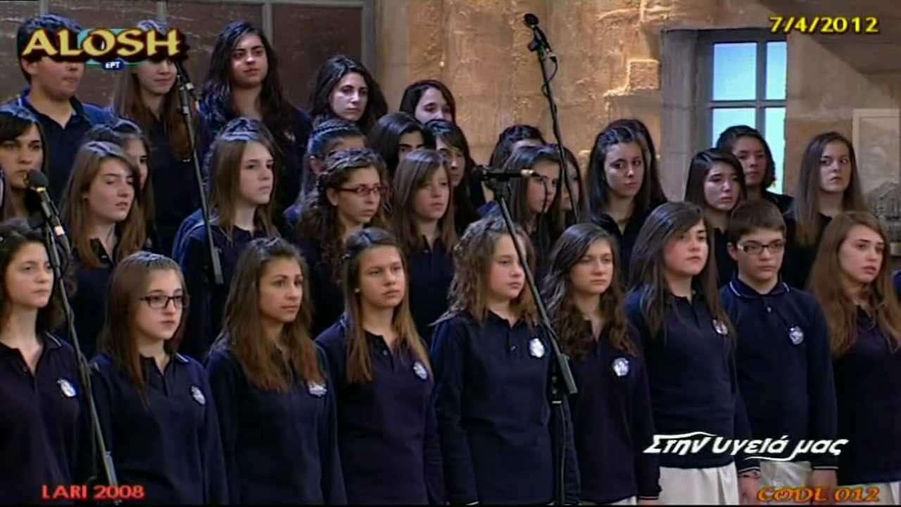 Εκτός από τη δωρεάν μουσική παιδεία, η σημαντικότερη ίσως καινοτομία των Μουσικών Σχολείων συνοψίζεται στην εισαγωγή της παραδοσιακής μουσικής στη δευτεροβάθμια εκπαίδευση, ισότιμα με την ευρωπαϊκή ακαδημαϊκή μουσική.