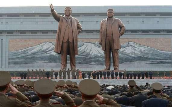 Τα αγάλματα των Κιμ Ιλ Σουνγκ και Κιμ Γιονγκ Ιλ
