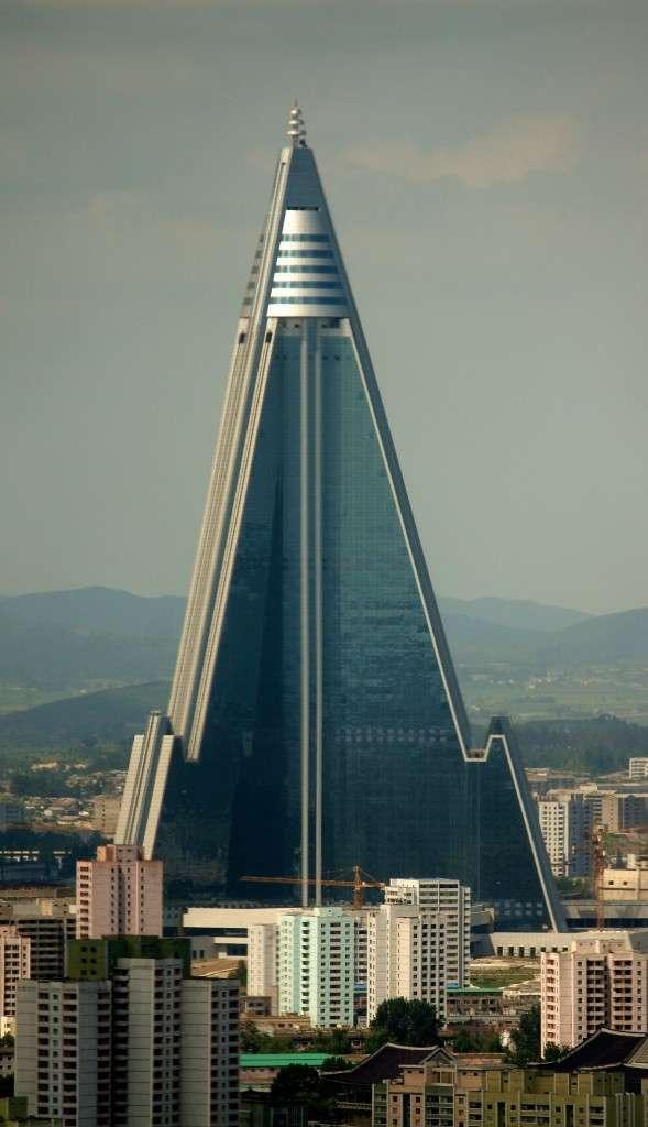 Το ξενοδοχείο Ryugyong στην Πιονγιάνγκ, σχεδόν άδειο επί μονίμου βάσεως