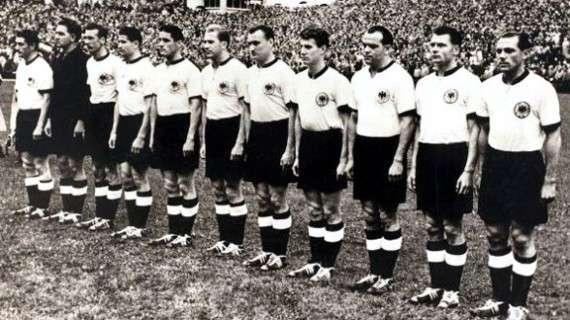 Η ομάδα τη Δ. Γερμανίας, που νίκησε τους αχτύπητους Ούγγρους. Οι μισοί λέγεται ότι ήταν ντοπαρισμένοι