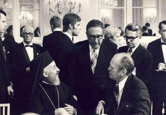 Ο Αρχιεπίσκοπος Μακάριος με τον Χένρι Κίσινγκερ και τον Χένρι Φορντ στο Ελσίνκι το 1975