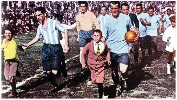 Πριν τη σέντρα του 1ου Παγκοσμίου Κυπέλλου