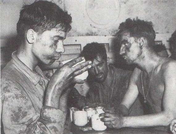 Λογοκριμένη φωτογραφία πεζοναυτών - Οι στρατιώτες δεν επιτρεπόταν να φαίνονται καταπονημένοι.