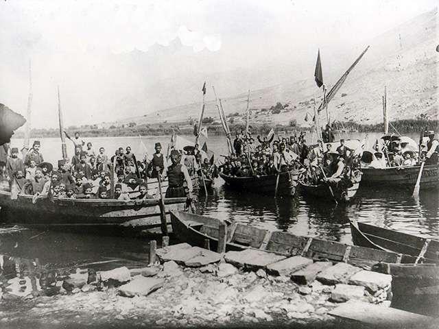 Εκδρομή του σχολείου της Alliance Israelite Universelle στη λίμνη Ιωννίνων, αρχές του 20ου αιώνα