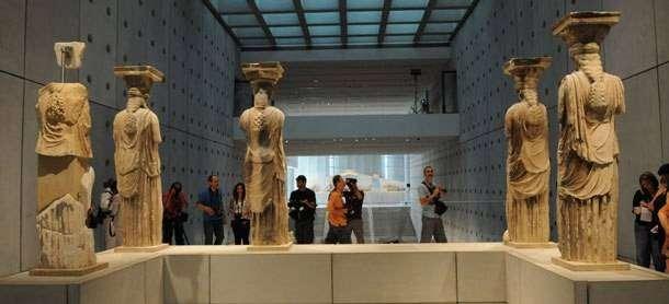Οι καρυάτιδες του Ερεχθείου, του τέλους του 5ου αιώνα π.Χ., στο Μουσείο Ακρόπολης. Έργα του Καλλιμάχου.
