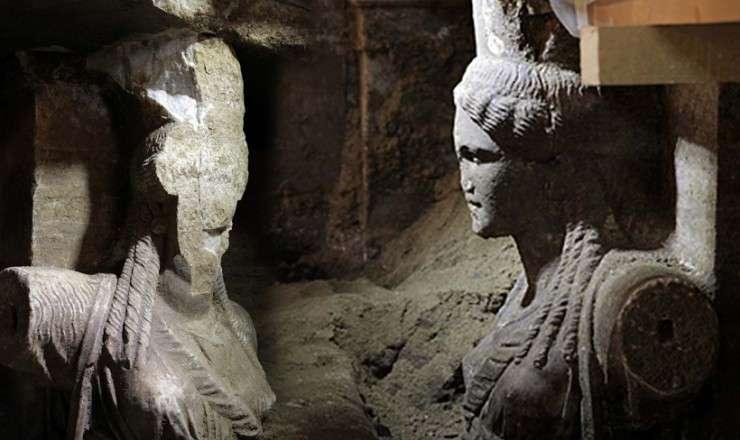 Οι κόρες του Μνημείου της Αμφίπολης, συμφυείς σε πεσσούς.