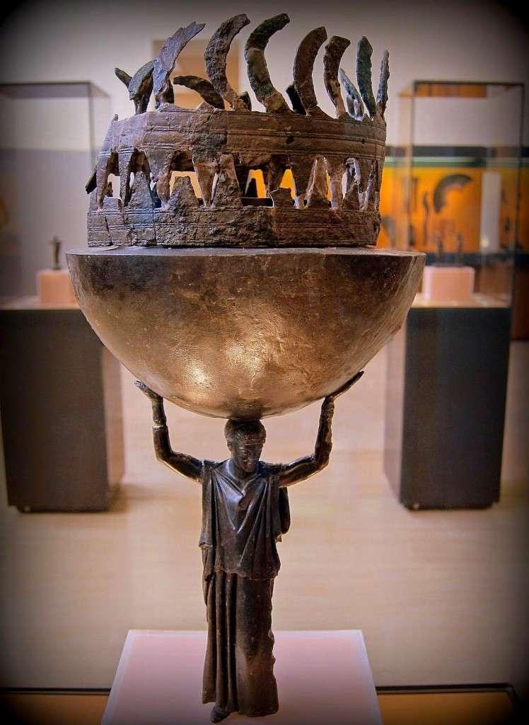 Χάλκινο θυμιατήριο, ανάθημα στους Δελφούς, πιθανό έργο παριανού εργαστηρίου του 460 π.Χ.