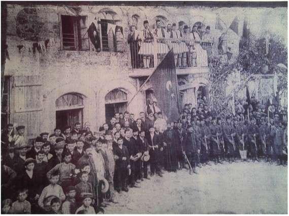 φωτογραφία: Ο Μουλιεζίμης του Ισβόρου στο σύνταγμα των Νεότουρκων το 1908.