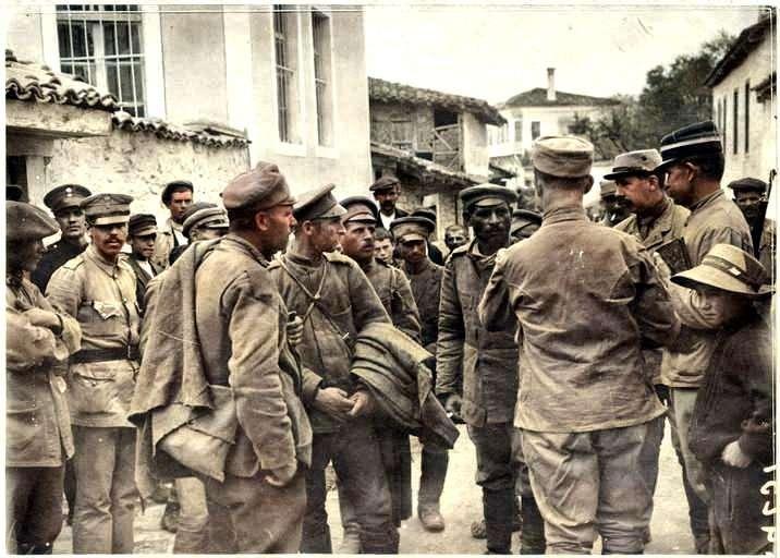 Η Κοζάνη του Α΄π.π. μέσα από Γαλλικά αρχεία. Βούλγαροι αιχμάλωτοι σε δρόμο της πόλης (Σεπτέμβρης 1916) Dans le secteur de Kozani (septembre 1916). Prisonniers bulgares