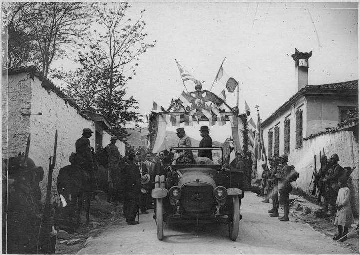 Επίσκεψη του Γάλλου στρατηγού Γκιγιωμά στην Κοζάνη τον Μάιο του '18 πριν την λήξη του Α΄π.π.(Αρχεία του Γαλλικού υπουργείου πολιτισμού) Visite du général Guillaumat à Kozani (8-9 mai 1918). Arrivée du général Guillaumat