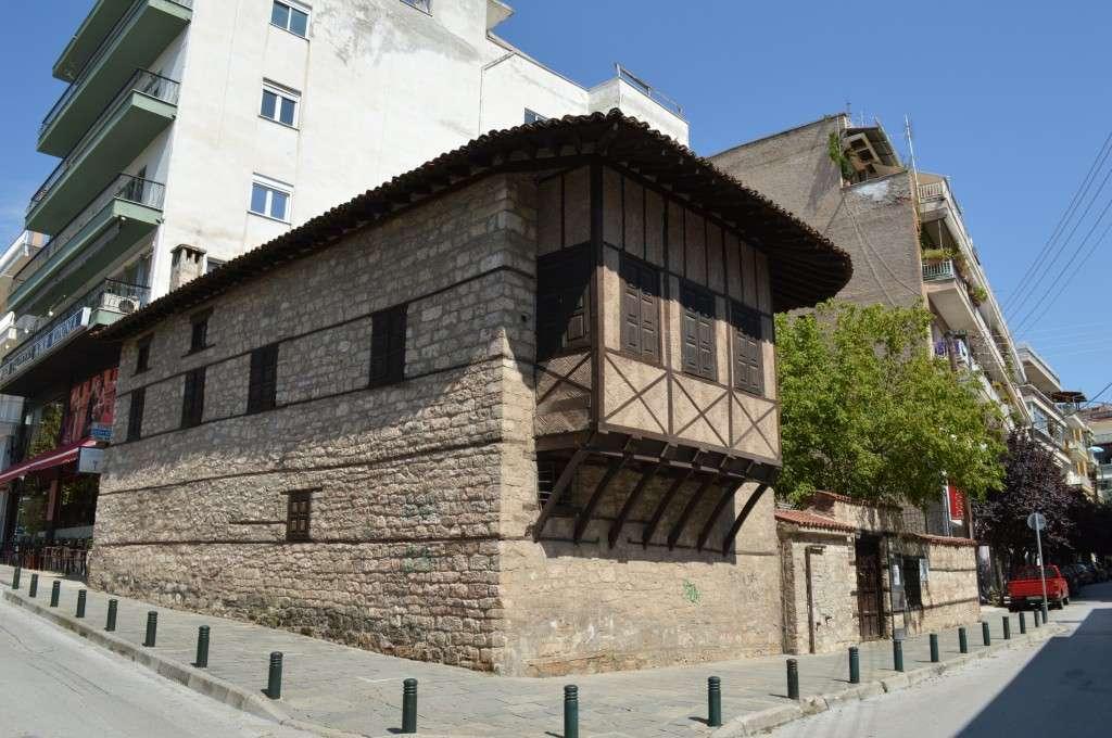 Το αναπαλαιωμένο αρχοντικό Γεωργίου Λασσάνη στην ομώνυμη πλατεία της Κοζάνης