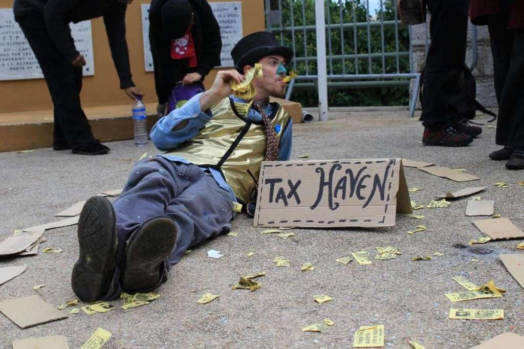 Η ζωή στους φορολογικούς παραδείσους κυλά τόσο «ομαλά» όσο περίπου και στον (νέο)φιλελεύθερο κόσμο.