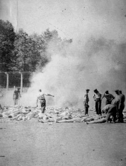 Φωτογραφία καψίματος πτωμάτων στο Άουσβιτς, που τράβηξε στα κρυφά και φυγάδευσε ένας Έλληνας Εβραίος (κάποιος Αλέξανδρος).