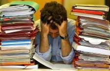 Στο νέο πλαίσιο, οι εκπαιδευτικοί «χρεώνονται» την επιτυχία ή αποτυχία των μαθητών τους και η διοίκηση του σχολείου «χρεώνεται» -με τη σειρά της- την επιτυχία και την αποτυχία όλων.