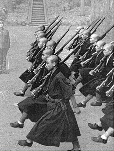 «Στρατιώτες που θυσιάζουν τις ζωές τους για τον αυτοκράτορα δεν θα πεθάνουν. Θα ζήσουν για πάντα. Πραγματικά πρέπει να αποκαλούνται θεοί και Βούδες για τους οποίους δεν υπάρχει ζωή ή θάνατος. Όπου υπάρχει απόλυτη υπακοή δεν υπάρχει ζωή ή θάνατος.» Sugimoto Goro, αξιωματικός.