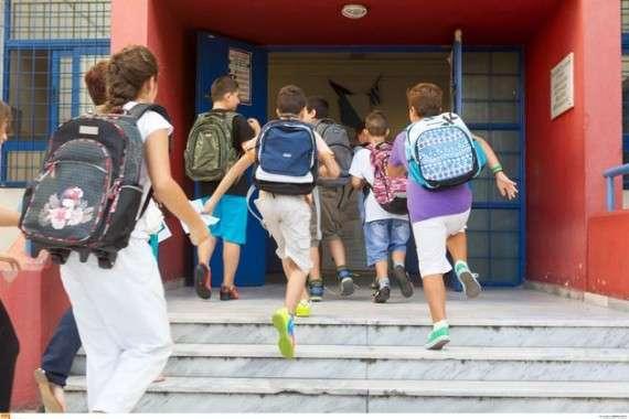 Ο υπουργός Παιδείας εξαγγέλλει ως «ριζοσπαστικές, φιλοεκπαιδευτικές αλλαγές» αυτές ακριβώς που προβλέπονταν και στο «νέο σχολείο» της προκατόχου του, Αννας Διαμαντοπούλου (την πολιτική της οποίας θέλει στην ουσία να «μετεξελίξει δημιουργικά»)