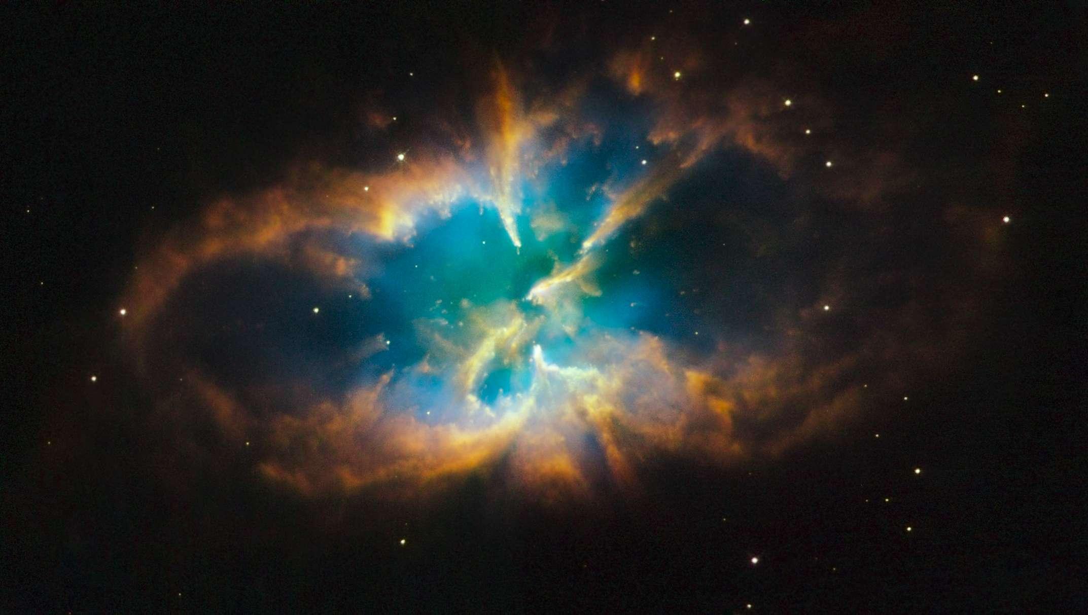 Αεριώδη στρώματα ενός αστεριού σαν τον Ήλιο, που εκτοξεύτηκαν μακριά του όταν το αστέρι έφτασε στο τέλος της ζωής του. – Για περισσότερες φωτογραφίες του δορυφόρου Hubble, επισκεφτείτε την επίσημη ιστοσελίδα.