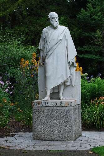 Άγαλμα του Σωκράτη στον Βοτανικό Κήπο του Δουβλίνου στην Ιρλανδία