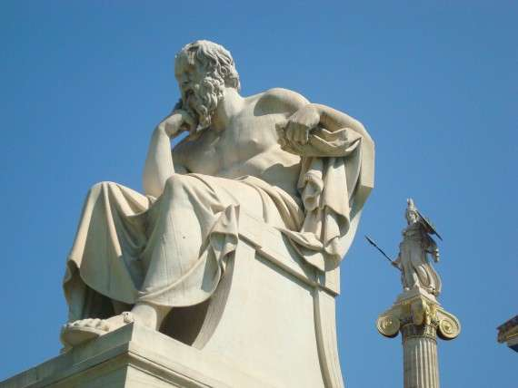 Ανδριάντας του Σωκράτη μπροστά από το Μέγαρο τη Ακαδημίας Αθηνών, έργο των Λεωνίδα Δρόση και Attilio Picarelli.