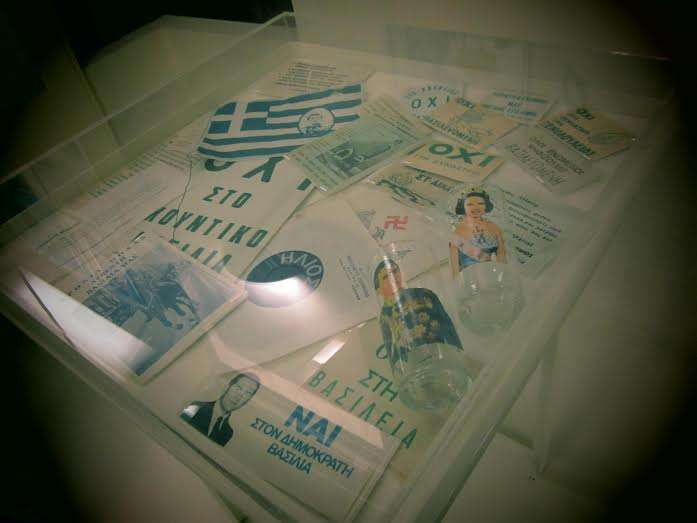 Φυλλάδια από το δημοψήφισμα του 1974 όπως εκτίθενται στη Βουλή