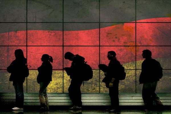 Οι μισοί από τους μετανάστες που έφυγαν μετά το 2010 ήταν άνεργοι στην Ελλάδα την περίοδο ακριβώς πριν τη μετανάστευση.