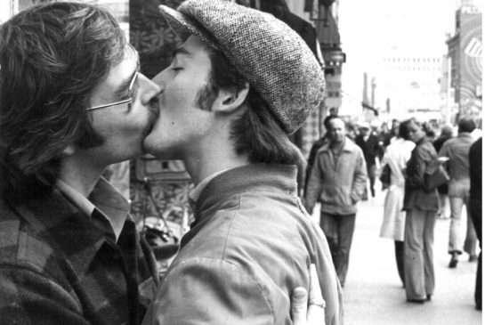 Από διαδήλωση ομοφυλόφιλων ακτιβιστών στο Τορόντο, το 1976.