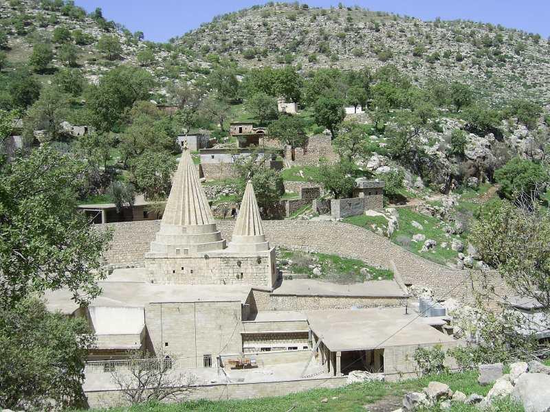 Ο τάφος του αγίου Sheikh Adi ibn Musafir στην Lalish, βόρεια της Μοσούλης στο Ιράκ, όπου τελείται προσκύνημα.