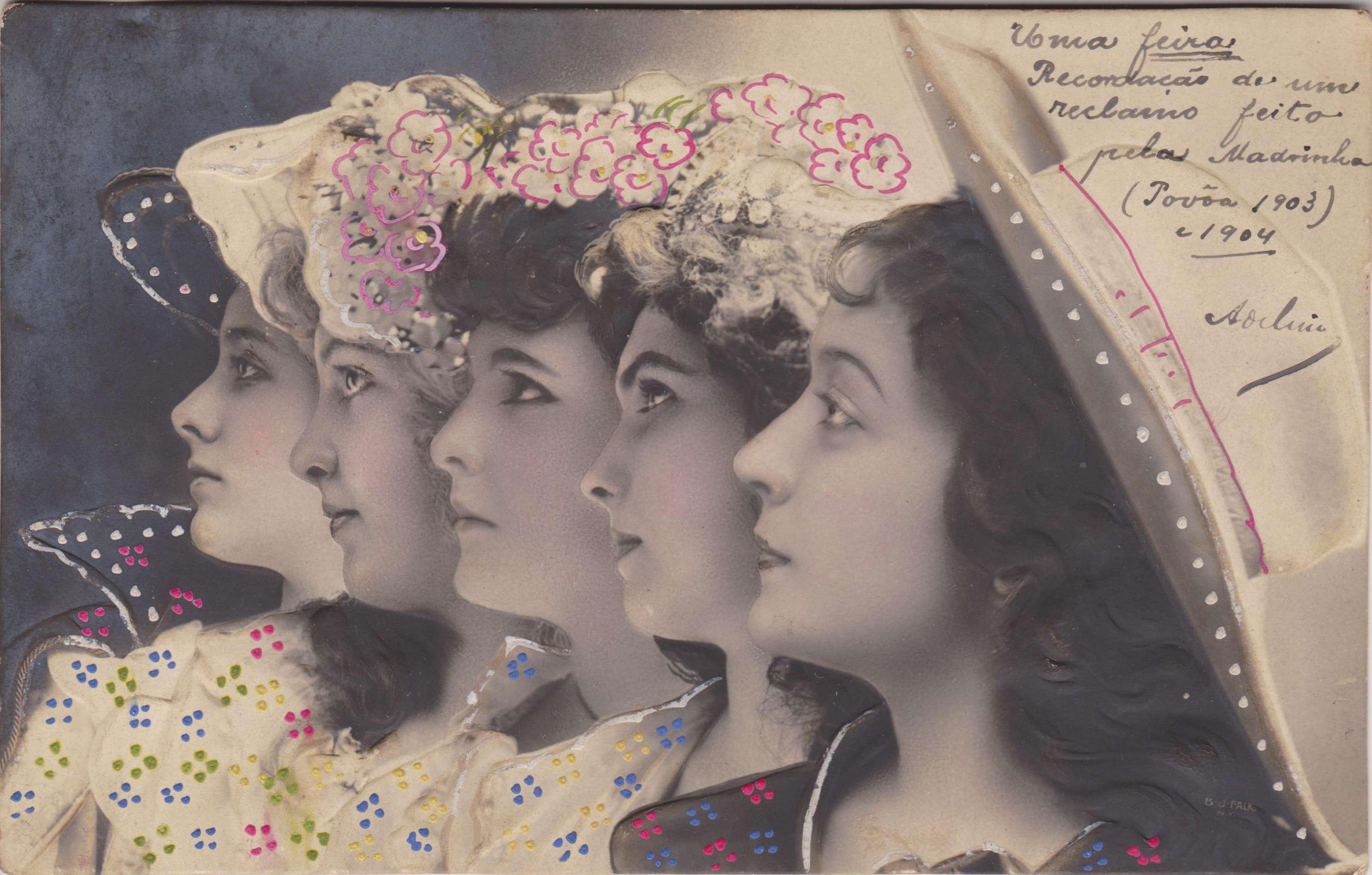 Πέντε γυναίκες με καπέλα