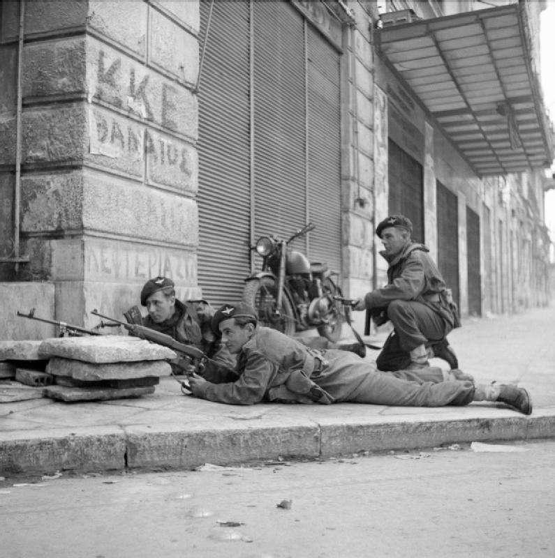 Βρετανοί στρατιώτες στην Αθήνα, κατά τη διάρκεια των Δεκεμβριανών