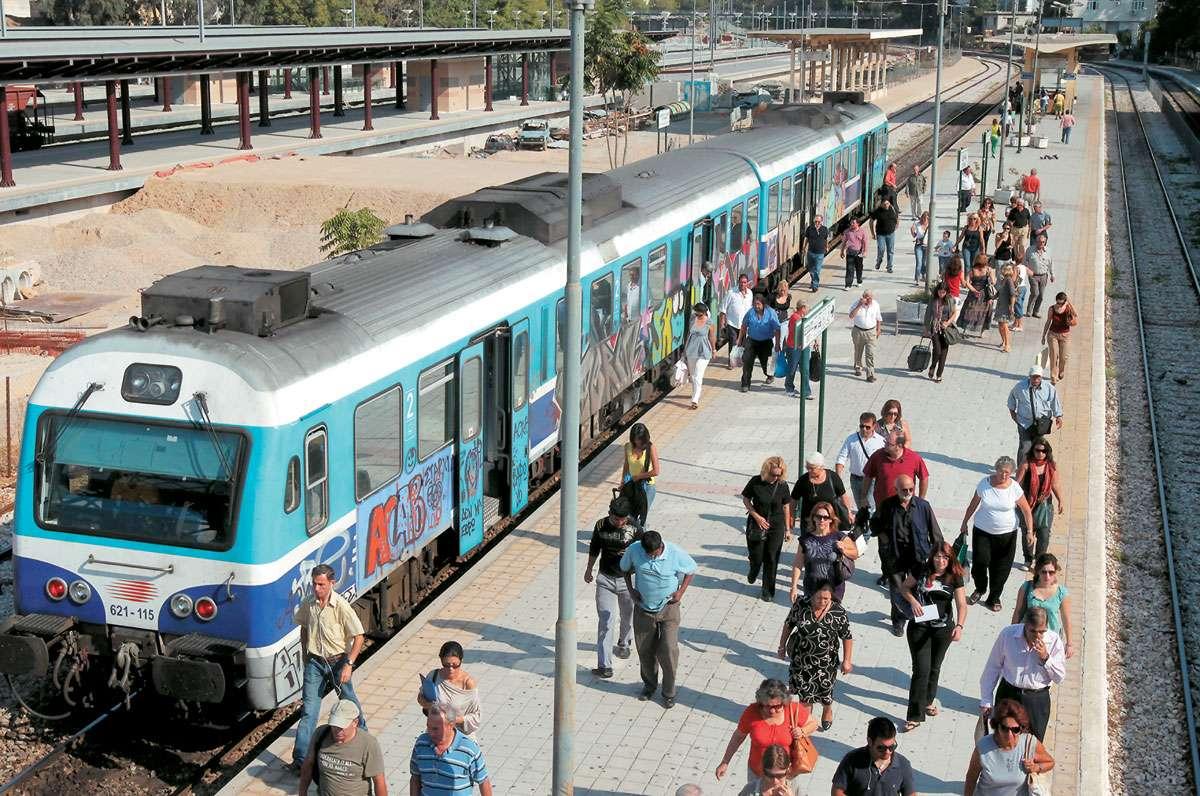 Οι Ιταλοί θα βάλουν στα τραίνα φτηνά εισιτήρια για τους ανέργους και τους αναξιοπαθούντες;
