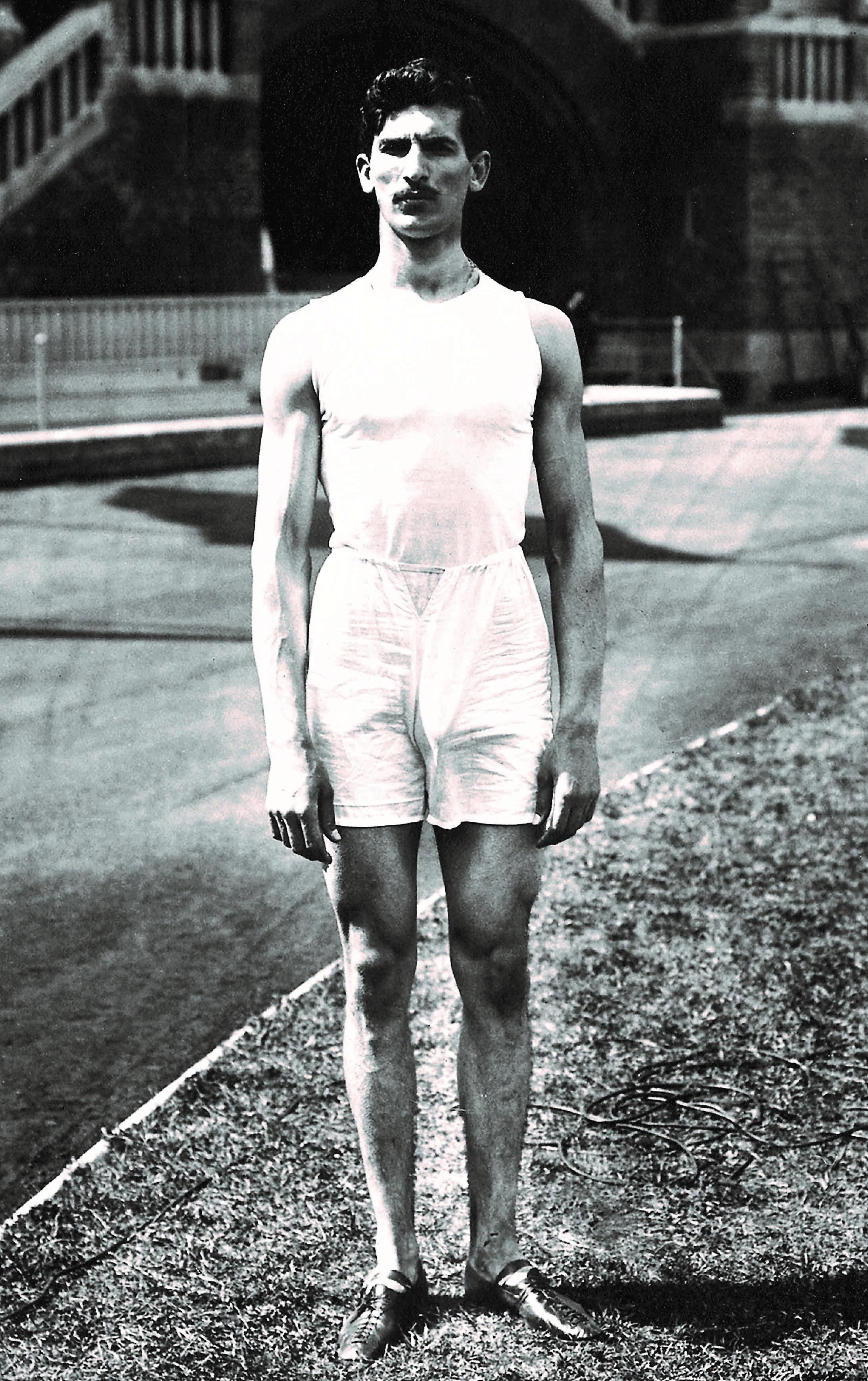 Η Ελλάδα στους Αγώνες της Στοκχόλμης κατέκτησε με τον Κώστα Τσικλητήρα ένα χρυσό και ένα χάλκινο μετάλλιο στο μήκος άνευ φοράς και στο ύψος άνευ φοράς αντίστοιχα.