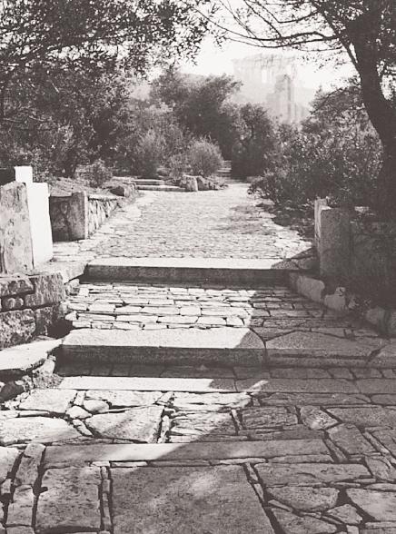Δ. Πικιώνης: το λιθόστρβτο μονοπάτι γύρω από την Ακρόπολη (1954 – 1957)