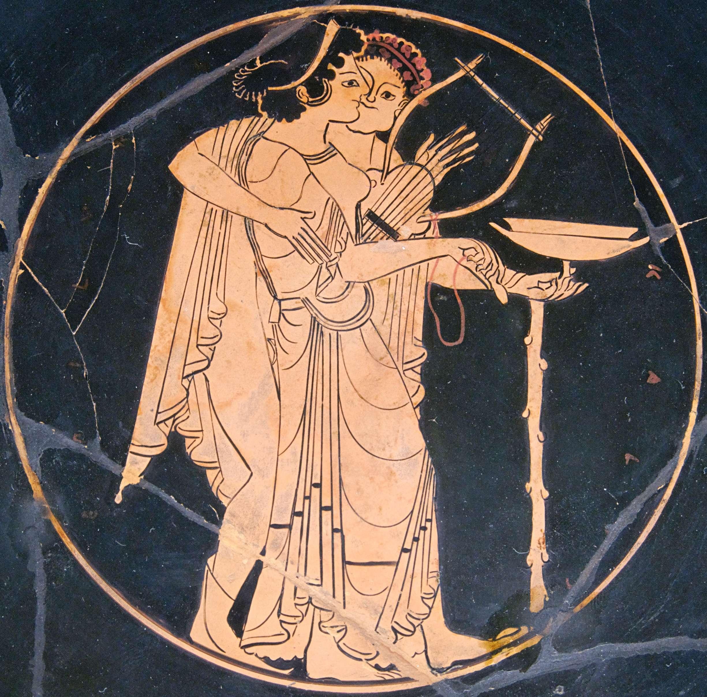 Άντρας ερωτοτροπεί με τη μεθυσμένη κιθαρίστρια. Ερυθρόμορφη κύλικα, περ. 510 π.Χ., Λούβρο
