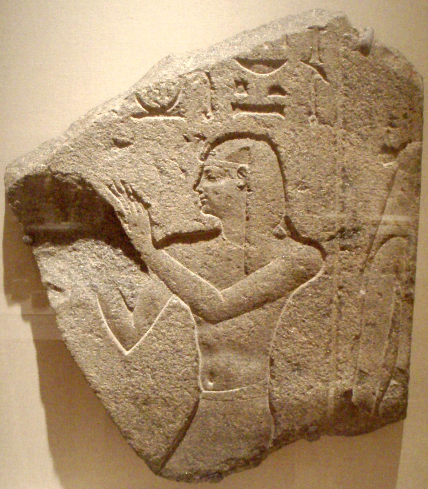 Ο Πτολεμαίος Β΄, εικόνα χαραγμένη σε κόκκινο γρανίτη, μουσείο Μπρούκλιν.