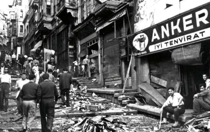 Αποκορύφωμα βέβαια των διώξεων και ταπεινώσεων που υπέστησαν οι Κωνσταντινουπολίτες αποτελούν τα γεγονότα της 6ης/7ης Σεπτεμβρίου 1955 (Σεπτεμβριανά).