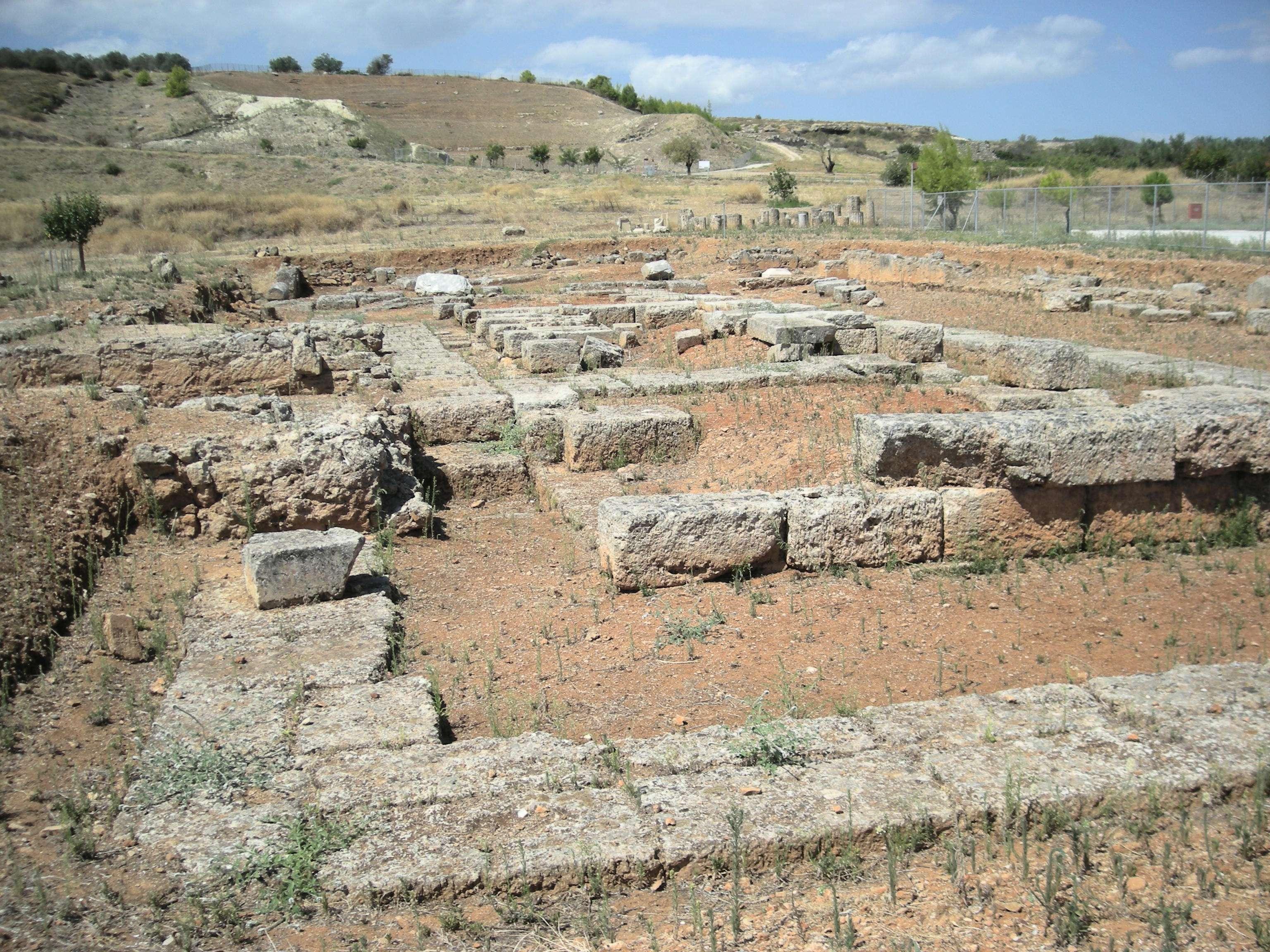Ερείπια δωρικού ναού στη Σικυώνα
