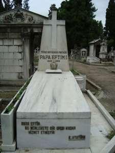 Ο τάφος του παπα-Εφτίμ στο Σισλί.j