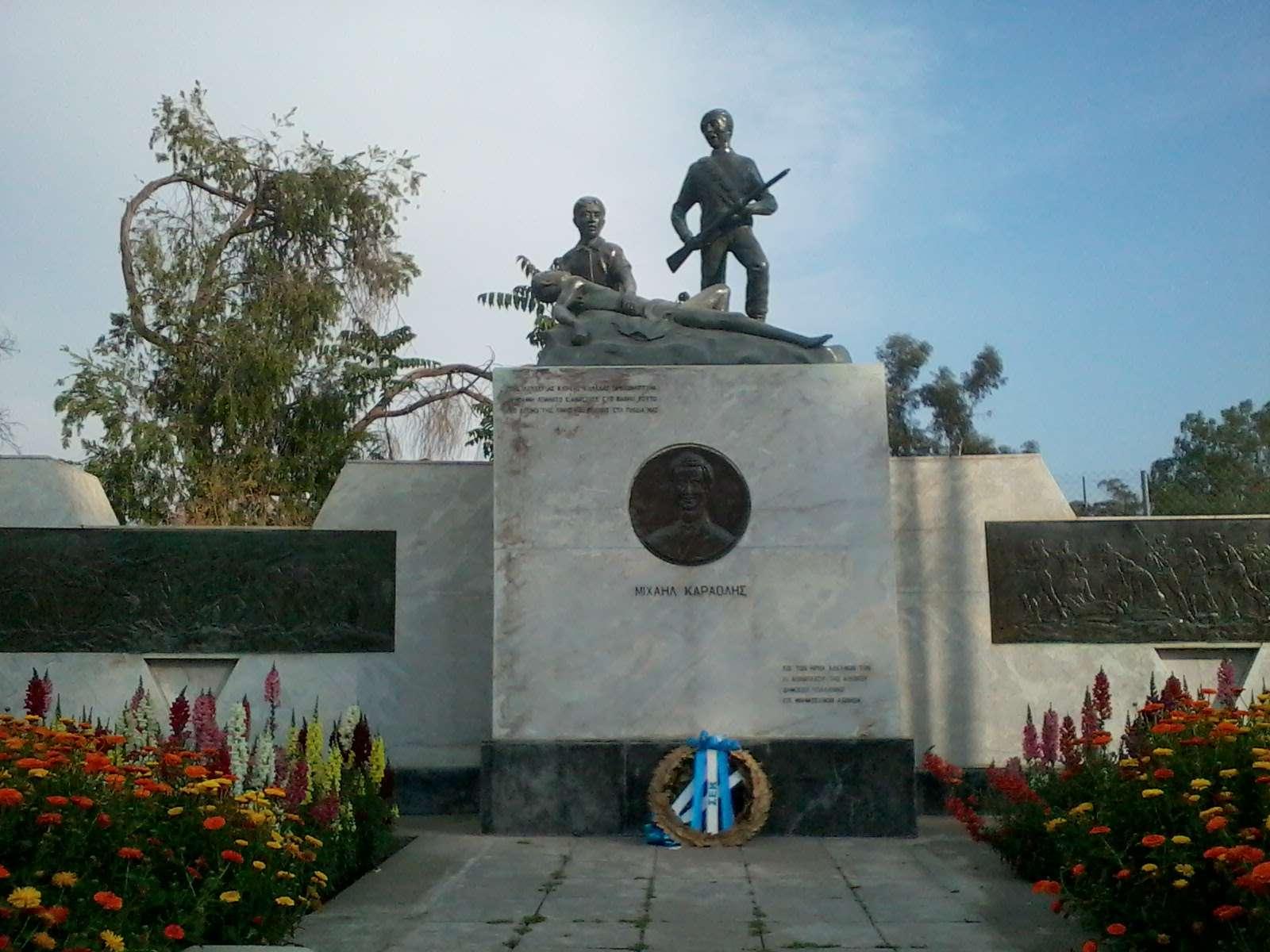Ο Μιχαλάκης Καραολής (13 Φεβρουαρίου 1933 - 10 Μαΐου 1956) ήταν αγωνιστής της Ε.Ο.Κ.Α. και ήρωας της Κύπρου. Για τη δράση του συνελήφθη από τις βρετανικές δυνάμεις και εκτελέστηκε δια απαγχονισμού.