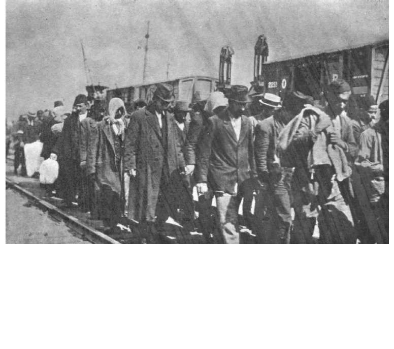 Εκτόπιση των ανδρών. Όλους τους άνδρες πού είχαν ηλικία στρατολογίας τους αποσπούσαν απ' τις γυναίκες και τα παιδιά τους και τους μετέφεραν σε ομάδες για να τους εξορίσουν στο εσωτερικό.