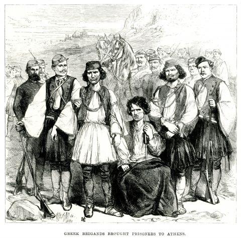 Μέλη της συμμορίας των Αρβανιτάκηδων οδηγούνται στην Αθήνα