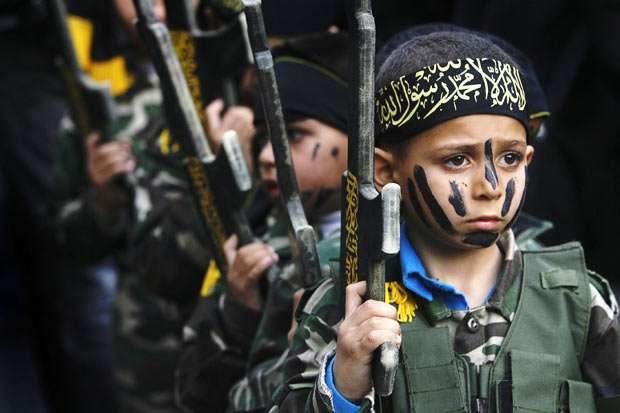 Από καλοκαιρινά στρατόπεδα εκπαίδευσης και επιμόρφωσης της Χαμάς